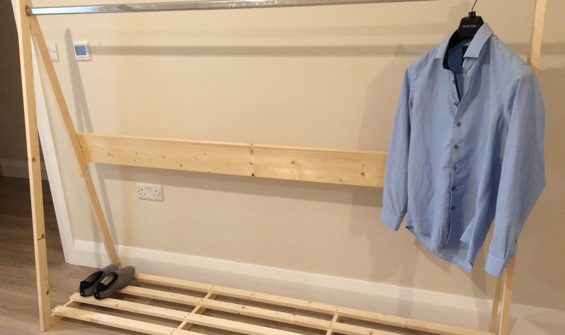 Quick to make freestanding wooden clothes rail